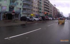 Wszyscy chcą być na drodze przed autobusem