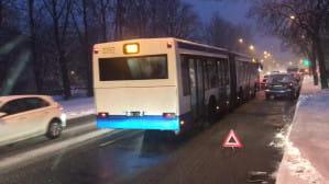 Zepsute auto blokuje ruch na Rolniczej w Gdyni