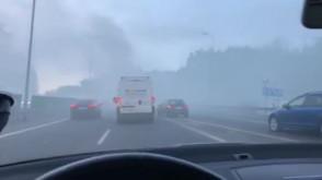Dymiąca ciężarówka na obwodnicy