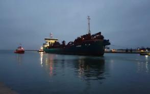 DC Orisant z uszkodzonym napędem wraca do portu w Gdansku