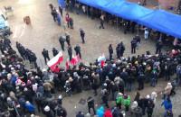 Kolejka do namiotów BOR przed pogrzebem Pawła Adamowicza