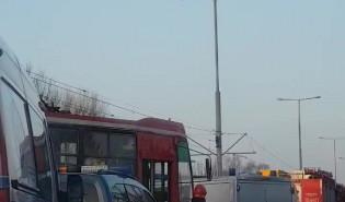 Wykolejony tramwaj na Hallera