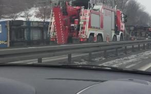 Skutki wypadku na obwodnicy na Szadółkach