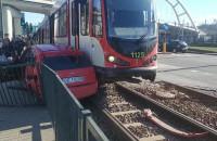 Skutki zderzenia auta z tramwajem na Jana z Kolna