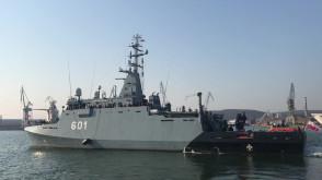ORP Kormoran wypływa, by oddać hołd zmarłym marynarzom