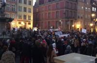 Demonstracja poparcia dla nauczycieli przy Neptunie