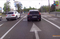 Rowerzyści na chodnikach