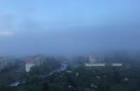 Helikopter we mgle słyszalny nad Witominem