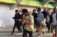 Tańczący kibice Mali po meczu z Francją
