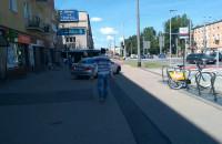 Mercedesem po chodniku i ścieżce rowerowej