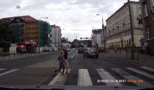 Omijanie na przejściu dla pieszych