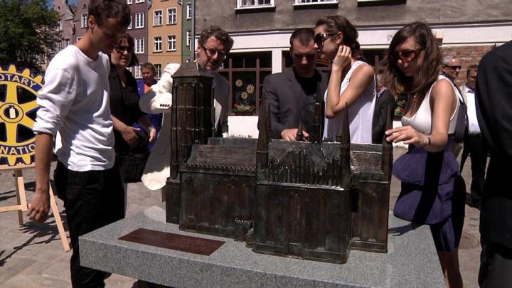W 2011 roku odsłonięto makietę Bazyliki Mariackiej wGdańsku.