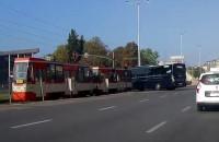 Wypadek autokaru i tramwaju. Moment zderzenia