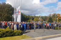 Protest pod biurowcem Lotosu