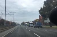 Kolumna radiowozów jedzie z Gdańska w stronę Gdyni
