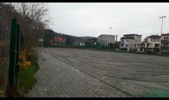 Efekt wznowionych prac na boisku przy ulicy Wieluńskiej w Gdyni Mały Kack