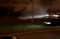 Pożar auta na Armii krajowej i samowolka na pasie zieleni...