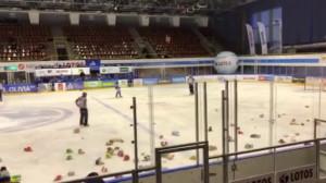 Misie zasypały lodowisko. Lotos PKH Gdańsk - Podhale Nowy Targ 1:3