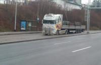 Ciężarówka zaparkowała w zatoce autobusowej