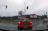 Przejeżdża na czerwonym