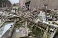 Rudera na Pustkach Cisowskich straszy coraz bardziej