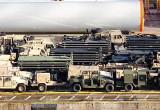 Setki pojazdów armii USA czekają na załadunek w BCT