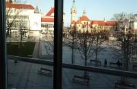 Opustoszałe Multikino i plac Przyjaciół Sopotu