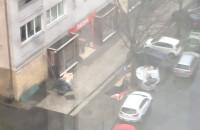Śmietniki fruwają w centrum Gdańska