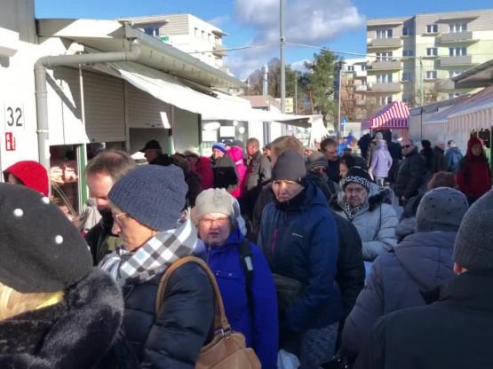 Rynek na Przymorzu: są kolejki, mięsa nie brakuje
