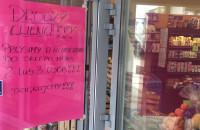 Małe sklepy ograniczają liczbę klientów