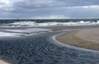 Wiatr, fale i samotny biegacz
