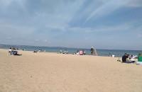 Sporo ludzi na plaży w Brzeźnie