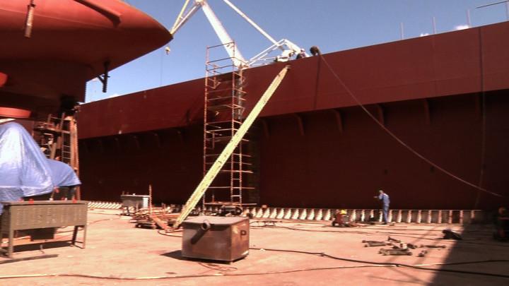 Na modernizację stoczni wGdyni Crist przeznaczył duże środki finansowe. W2011 roku wdużym doku zainstalowana została gródź owadze ok. 350 ton. Koszt budowy grodzi wyniósł ok. 1 mln euro.