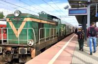 Lokomotywa spalinowa i retro wagony w Gdyni