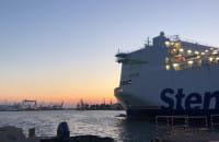 Stena Line wpływa do portu w Gdyni