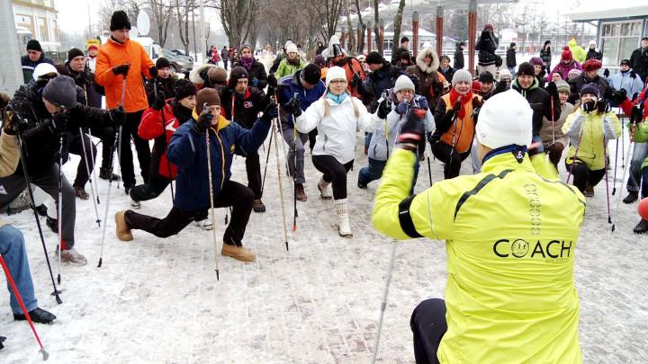 Zobacz jak twórca nordic walking maszerował wGdyni.