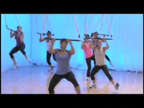 Jukari na trapezie, czyli szczypta cyrkowej akrobatyki wfitness klubie.
