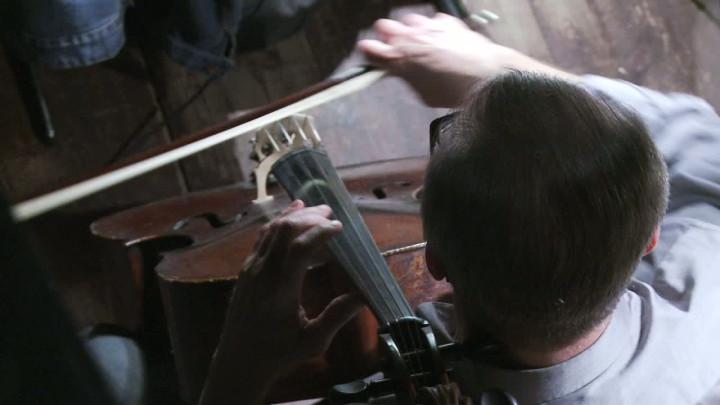 Zajrzyj znami do kanału orkiestrowego.