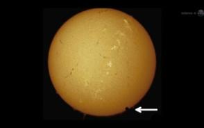 Wenus przechodzi na tle tarczy Słońca.