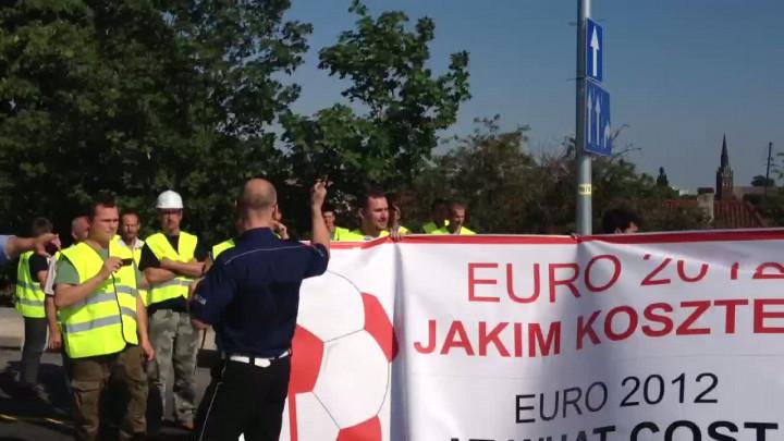 Podczas poniedziałkowego protestu na ul. Kościuszki drogowcy przepuszczali wyłącznie pojazdy uprzywilejowane.