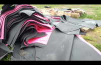 Niepilnowane namioty i karimaty wynoszone z kempingu Euro Camp w Stoczni Gdańskiej