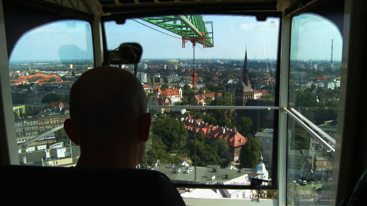 Zobacz panoramę Wrzeszcza iprace budowlane widoczne zżurawia,który stał na placu budowy biurowca Neptun. Widok zwrześnia 2012 roku.
