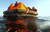 Rozbitkowie-ochotnicy dryfowali po Zatoce