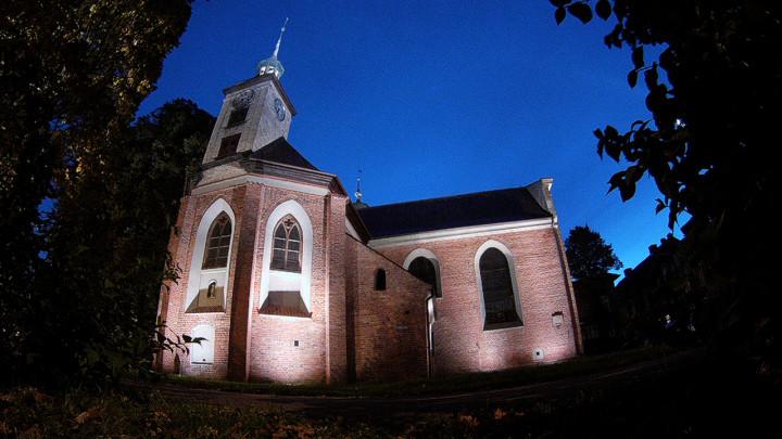 Zobacz także kryptę iunikalną ambonę wkościele polskokatolickim.