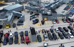 Targi motoryzacyjne na dachu centrum handlowego?