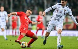 Piłkarze Lechii mają problem z murawą czy z butami?