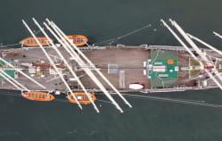 """""""Dar Pomorza"""" w drodze na remont w stoczni"""