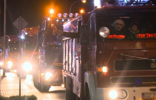 Konwój mikołajowych ciężarówek przejechał przez Gdynię