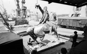 Pomnik Kościuszki wypłynął z Gdyni do USA