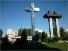 Krzyż z ołtarza papieskiego i dwa dzwony